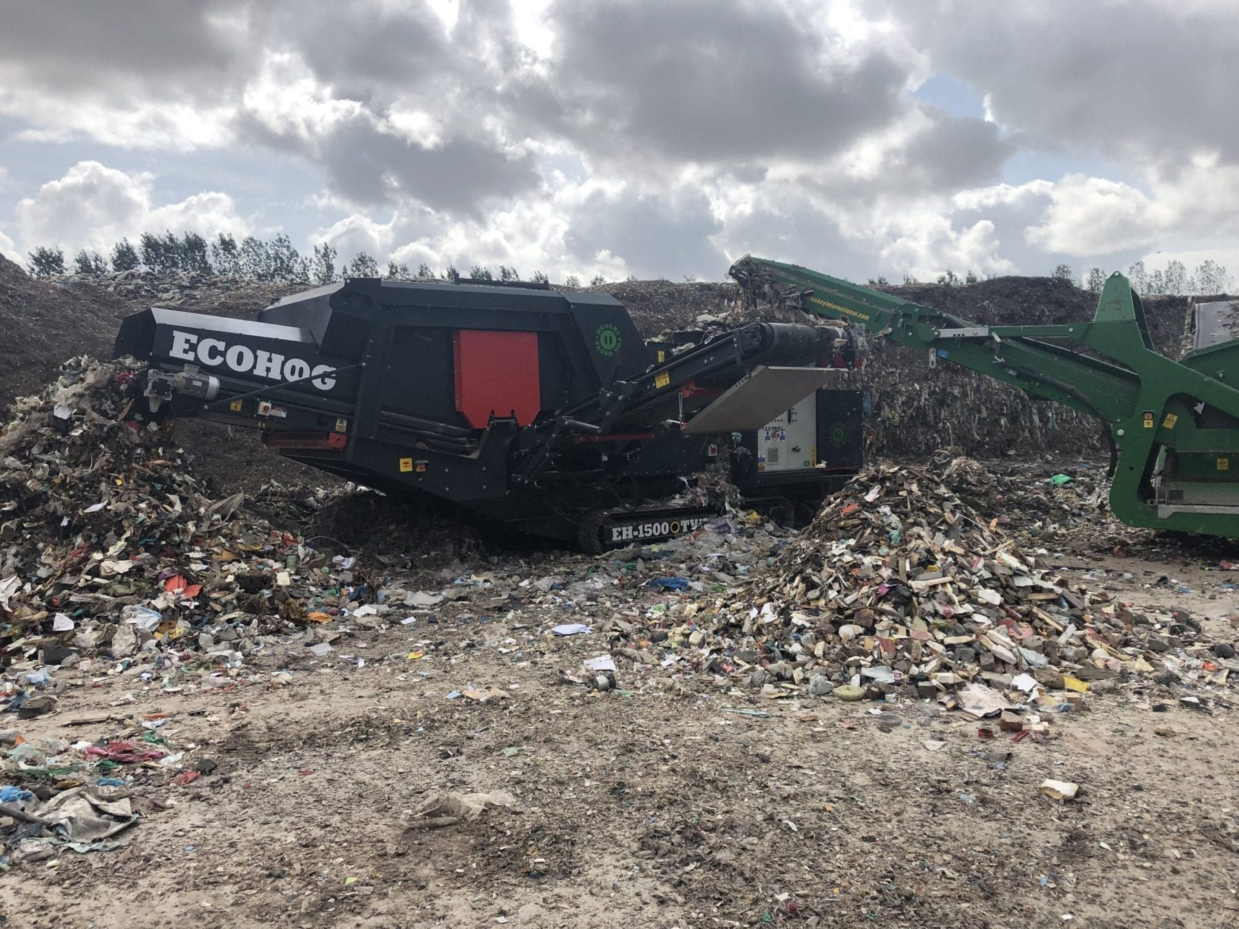 Ecohog EH1500-TWS mobile Windshifter working in SRF production